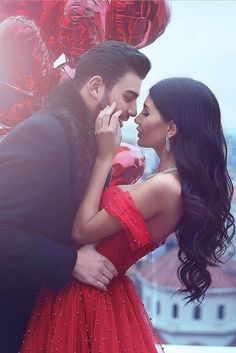 top wedding ideas part 3 for engagement photos bride and groom with red balloons said mhamad photography Pre Wedding Photoshoot, Wedding Poses, Wedding Shoot, Wedding Couples, Wedding Ideas, Wedding Scene, Wedding Beach, Church Wedding, Wedding Ceremony
