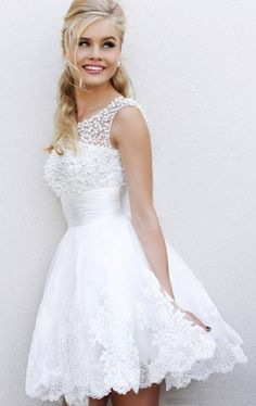 Short Wedding Dresses Absolutely GORGEOUS White short Wedding Dress! This also would be beautiful as a wedding reception dress or any special occasion. This beautiful dress has a sleeveles