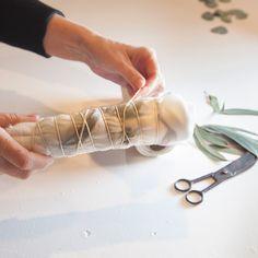 Ecoprint, la alquimia de las hojas   Diseño   MG Magazine Shibori, Quilting, The Originals, Stamping, Tips, Scrappy Quilts, Sewing Studio, Textiles Techniques, Textile Design