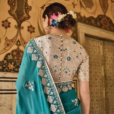 Put a modern spin on the traditional silk drape with a unique blouse design. We bring you the top blouse back neck designs for silk sarees images of the season! Blouse Back Neck Designs, Netted Blouse Designs, Stylish Blouse Design, Sari Blouse Designs, Fancy Blouse Designs, Choli Designs, Dress Designs, Blouse Patterns, Embroidery Patterns