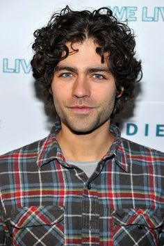 adrian grenier love men with gorgeous curly hair! Colored Curly Hair, Curly Hair Cuts, Black Curly Hair, Long Curly Hair, Curly Hair Styles, Thick Hair, Dark Hair, Bangs With Medium Hair, Medium Curly