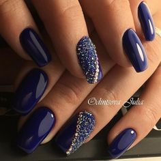 ❤ LOVE this nail art design. The blue nail polish is gorgeus! Fabulous Nails, Gorgeous Nails, Fancy Nails, Pink Nails, Dark Blue Nails, Nail Art Blue, Blue And Silver Nails, Hallographic Nails, Royal Blue Nails