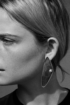 SOPHIE BUHAI - PEARL OYSTER EARRINGS http://www.sophiebuhai.com/collections/jewelry/products/pearl-oyster-earrings