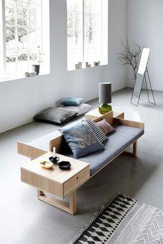 Un sofa pourvu de tiroirs