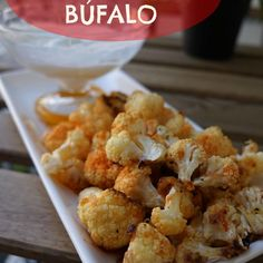 Deliciosa coliflor al horno con salsa búfalo, ideal como entrante o acompañante.