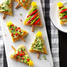 42 Holiday Party Snacks Every Host Should Know - Festive Guacamole Appetizers Holiday Snacks, Christmas Party Food, Christmas Appetizers, Holiday Recipes, Christmas Eve, Xmas Party, Christmas Potluck, Xmas Food, Christmas Recipes