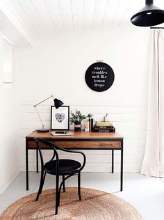 http://www.kitchenstyleideas.com/category/Desk/ Simple white and clean desk