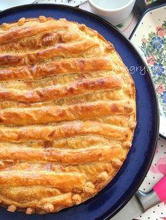 Μηλόπιτα με Καραμελωμένα Μήλα Apple Pie, Caramel, Berries, Healthy Eating, Desserts, Food, Cakes, Sticky Toffee, Eating Healthy