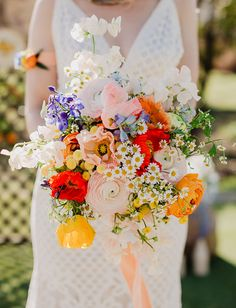 35 Moody Wedding Bouquet Ideas for Your Fall Wedding. Get your wedding bouquet inspiration with lush fall colors now in Laced in Love Weddings! Summer Wedding Colors, Green Wedding, Floral Wedding, Wild Flower Wedding, Bright Color Wedding, Colourful Wedding Flowers, Boho Wedding, Colorful Weddings, Purple And White Flowers