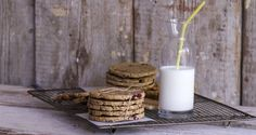 These super healthy, low calorie, whole wheat flour cookies are ideal for breakfast and in-between meals! Healthy Biscuits, Healthy Cookies, Raw Food Recipes, Healthy Recipes, Healthy Food, Biscuit Bar, Healthy School Snacks, No Flour Cookies, Nutrition Chart