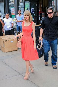 How gorgeous is this summer outfit? #taylorswift #fashion