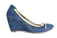 Navy suede wedges with a sporty feel. Great summer run around!