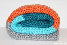 FREE PATTERN Easy Striped Crochet Blanket. Great as a baby blanket or as a throw! Simple instructions