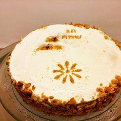 מדוביק-עוגת דבש רוסית מורכבת משכבות בצק דקיק עם ניחוח דבש, וביניהן קרם שמנת מתוקה,שמנת חמוצה,וחלב מרוכז. עוגה טעימה מאוד דורשת סבלנות ושוו...