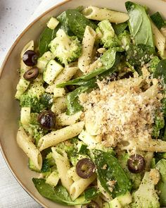 Pasta & with broccoli, zucchini, spinach and garlic crunch - With pasta you soon think of a tomato sauce for it. But look at it differently and go for a green, - Healthy Eating Recipes, Veggie Recipes, Pasta Recipes, Whole Food Recipes, Pasta Met Broccoli, Diet Food To Lose Weight, How To Cook Quinoa, Food Inspiration, Nutrition