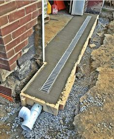 Gardens Discover back patio drainage Side of back room/yard So obvious but dont do it! Landscape Drainage, Yard Drainage, Gutter Drainage, Drainage Grates, Drainage Solutions, Drainage Ideas, Garage Makeover, Garage Design, House Design