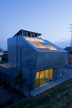 Photograph: Makoto Yoshida. House in Fuji / LEVEL Architects / 2011