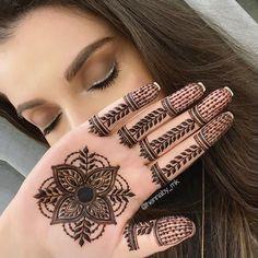 Latest Finger Mehndi Designs, Pretty Henna Designs, Hena Designs, Back Hand Mehndi Designs, Mehndi Designs For Beginners, Mehndi Design Photos, Unique Mehndi Designs, Wedding Mehndi Designs, Mehndi Designs For Fingers