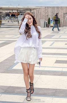 Jessica chạy sô liên tục tại Tuần lễ Thời trang Paris, Hoàng Ku khoe ảnh dự show Barbara Bui - Ảnh 3.