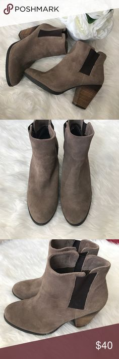 Vince Camuto booties Brand new condition vince camuto booties. Purchased on posh hoping I could fit into them and unfortunately they are just too small on me. So sad to let these go 😩 they are SUPER cute! Size 8 1/2 Vince Camuto Shoes Ankle Boots & Booties