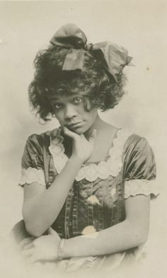 African-American vaudeville star Aida Overton Walker (1880-1914) being extraordinarily adorable.  Photo by Apeda Studio, N.Y.