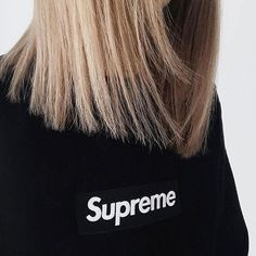Supreme girls - Supreme Box Logo (©shirleytat)