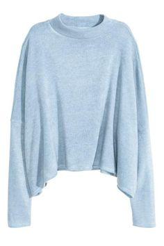Jersey con cuello perkins: Jersey de punto fino en tejido suave. Modelo corto de manga larga con corte holgado, cuello perkins y hombros caídos.