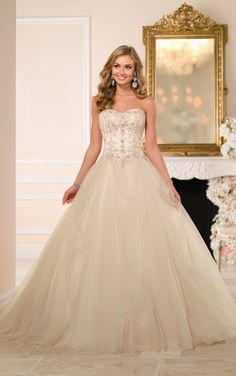 To see more gorgeous Stella York wedding dresses 2015: http://www.modwedding.com/2014/11/24/stella-york-wedding-dresses-2015-collection/ #wedding #weddings #wedding_dress