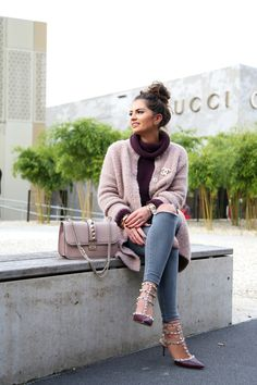 outfit-atumn-fall-topshop-ripped-jeans-glam-lock-bag-nude-valentino-rockstuds-cardigan