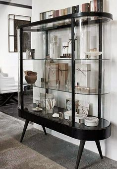 Super Stylish Curved Glass Shelves that You Should Know - Home Page Modern Furniture, Home Furniture, Furniture Design, Furniture Stores, Vitrine Design, Decoracion Vintage Chic, Home Goods Decor, Home Decor, Home Decor Ideas