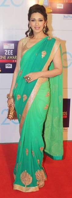 New wedding summer colors green shades ideas Bollywood Saree, Bollywood Fashion, Bollywood Actress, Indian Attire, Indian Wear, Indian Dresses, Indian Outfits, Indian Clothes, Fancy Sarees