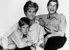 Lady Di~Diana Spencer with her sons William and Harry. Lady Diana Spencer, Diana Son, Princess Diana Family, Royal Princess, Princess Of Wales, Prinz Charles, Prinz William, Princesa Diana, Meghan Markle