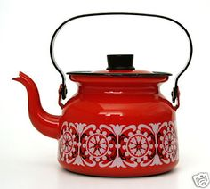 Finel Kaj Franck Kettle Red Enamel Tea Pot made in Finland Swing Handle Vintage Love, Retro Vintage, Service Assiette, Vintage Kitchenware, Vintage Enamelware, Cafetiere, Tea Set, Finland, Tea Party