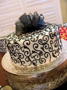Black And White Cake Designs | ... wedding cake with black and white swiss dots and a fondant bow topper
