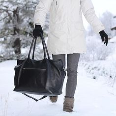 www.bydansti.com✨ #bydansti #bag #bags #weekendbag #leather #veske #skinnveske #nettbutikk #norsk #onlinestore #shopping #winter #winterwonderland #snow #woman #grey #whiteparka #walking #ootd #style #fashion #scandinavianstyle #norway #scandinaviandesign #picoftheday
