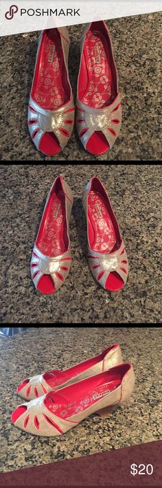 Vintage Colcci Silver and Pink Shoes! Peep Toe Silver Pumps with Hot Pink Lining! Fits more like a 6.5 than a 6. Made in Brazil. Never been worn! ☺️☺️☺️  Colcci Shoes Heels