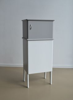 OUD NOW! Cabinet 38  Old nightstand, New base