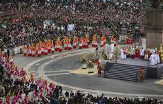 Palm Sunday 2013 At Vatican: Holy Week Begins With New Pope Francis photo by:Jeff J. Mitchell/Getty Images