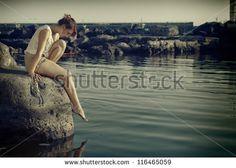 #mesto #triste #donna #gonnella #tipa #tizia #battigia #spiaggia #spiaggiare…