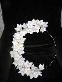 Coroa de flores em papel