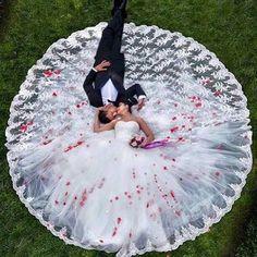 Love this for my wedding photos Wedding Picture Poses, Pre Wedding Photoshoot, Wedding Photography Poses, Wedding Poses, Wedding Shoot, Wedding Pictures, Wedding Day, Groom Pictures, Photography Styles