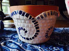 Mosaic Planters, Mosaic Vase, Mosaic Flower Pots, Ceramic Flower Pots, Pebble Mosaic, Mosaic Diy, Mosaic Garden, Mosaic Crafts, Mosaic Projects