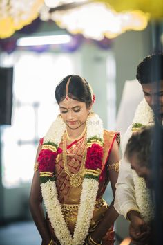 South Indian bridal outfit, banarsee saree, red and gold saree, bridal portrait Indian Wedding Flowers, Flower Garland Wedding, Indian Wedding Makeup, Indian Wedding Photos, Indian Bridal Outfits, Indian Wedding Decorations, Wedding Garlands, Wedding Bouquet, Wedding Garland Indian