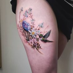 Bird and flower tattoos for women done by tattoo artist Pete Zebley Hummingbird Flower Tattoos, Bee And Flower Tattoo, Flower Tattoo Shoulder, Tattoo Girls, Girl Tattoos, Hand Tattoos, Sleeve Tattoos, Aquarell Tattoos, Kunst Tattoos