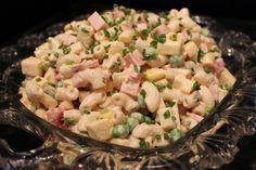 """Ihana """"Mättö"""" salaatti Nakkejen kaveriksi ! Meidän kestosuosikki joka Kemuissa !      Balkansalaatti   200g Makaronia  1 Omena, kuutioina ..."""