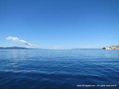Igrane, turisztikai település a Makarska riviérán, egy félszigeten, melynek délkeleti oldalát homokos strand fedi (1,5 km). A kikötőben hullámtörő gát, ahova kisebb jachtokkal is elférnek, szállást pedig magán szálláshelyeken és szállodákban megoldható. Nagy részük a kavicsos strandok közvetlen közelében van. Gazdag turisztikai kínálatú település, mely különböző ízléseknek és igényeknek felel meg.