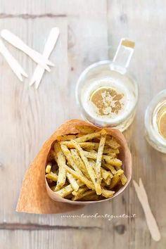 Chips di farina di ceci e rosmarino - Ricetta Real Food Recipes, Vegetarian Recipes, Healthy Recipes, Healthy Food, Tapas, Good Food, Yummy Food, Party Finger Foods, Daily Meals