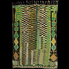 Caravane - produit                                                                                                                                                                                 Plus Weaving Textiles, Tapestry Weaving, Modern Tapestries, Geometric Quilt, Rug Inspiration, Modern Moroccan, Moroccan Rugs, Fabric Rug, Berber Rug