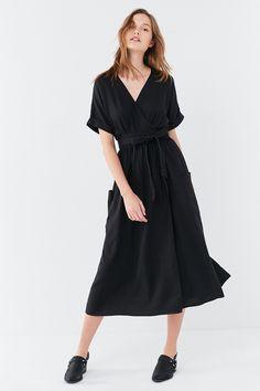 e7f3c6739b Slide View  6  UO Gabrielle Linen Midi Wrap Dress Urban Dresses