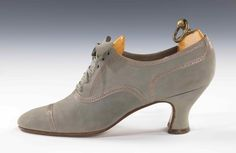 Classy and timeless gray oxfords by Thomas, UK, 1927.